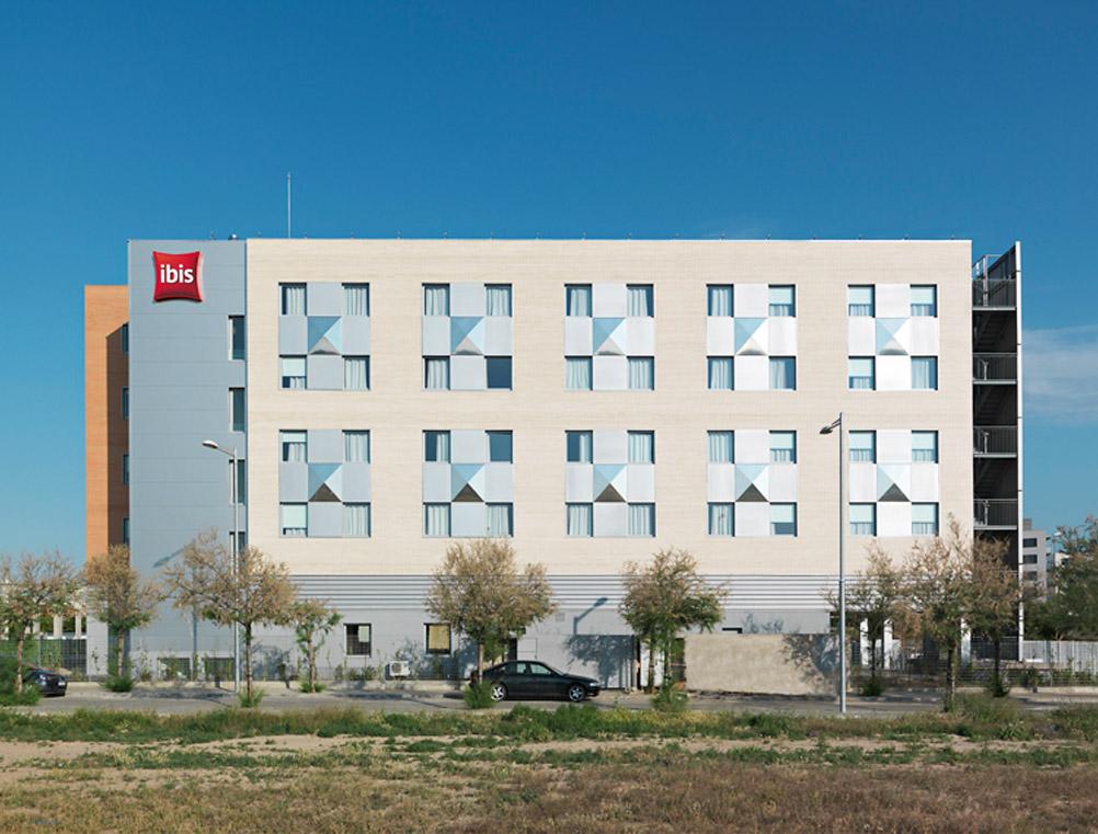 Ibis-hotel-01